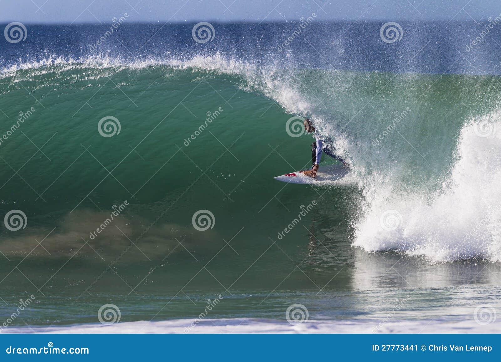 Sortie de conduite de tube de surfer de Kelly Slater