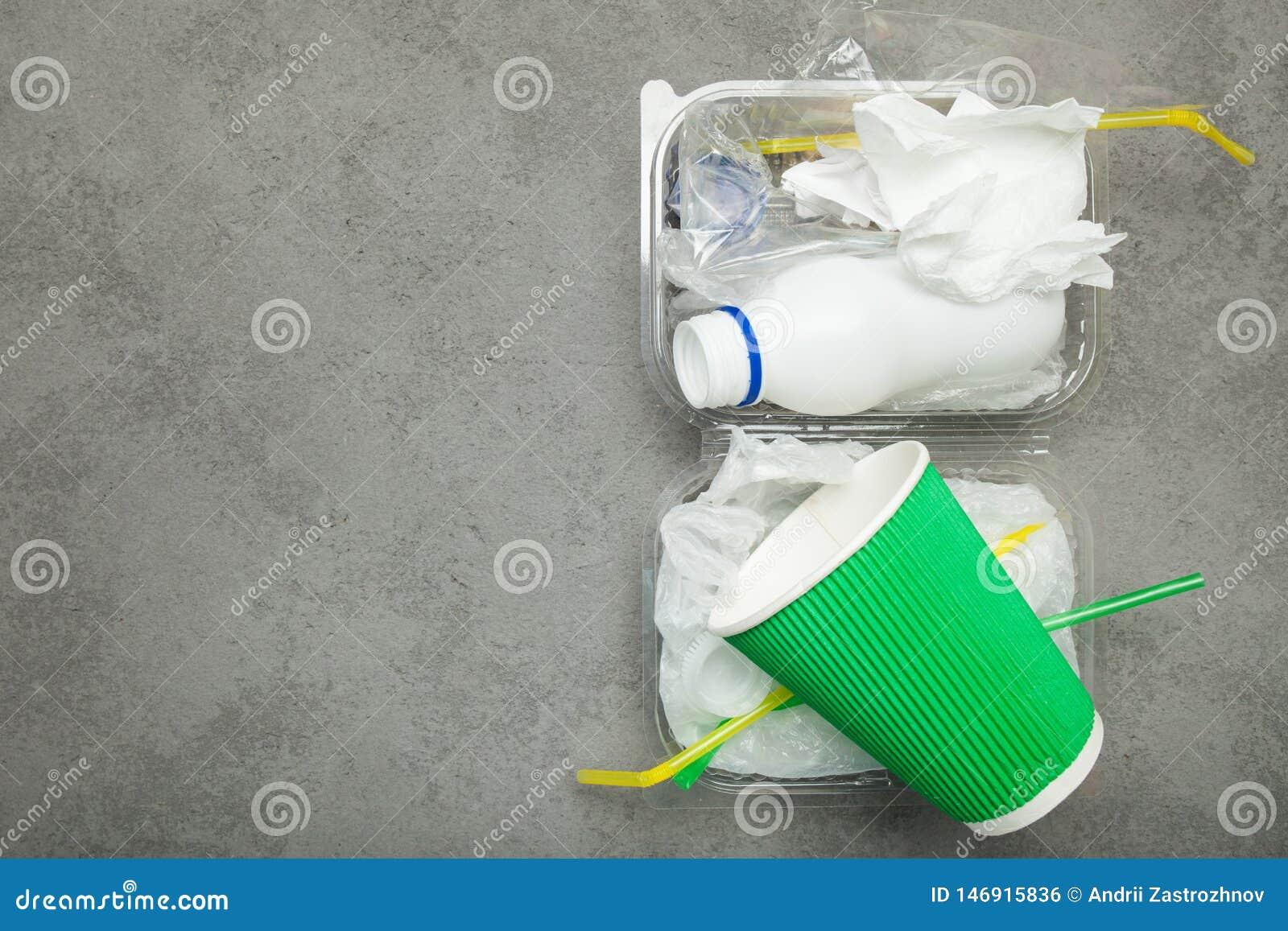 Sortieren des Abfalls für Wiederverwendung, bereitend auf Kopieren Sie Platz