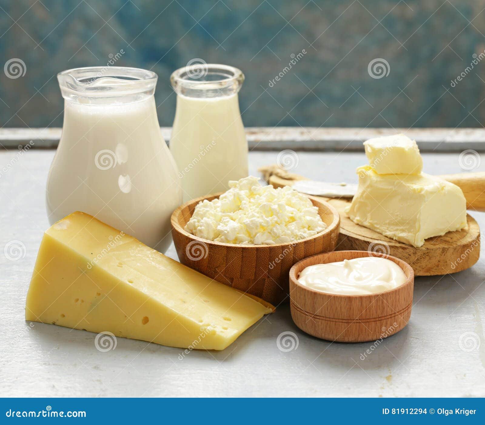 Sortierte Milchprodukte melken, Jogurt, Hüttenkäse, Sauerrahm