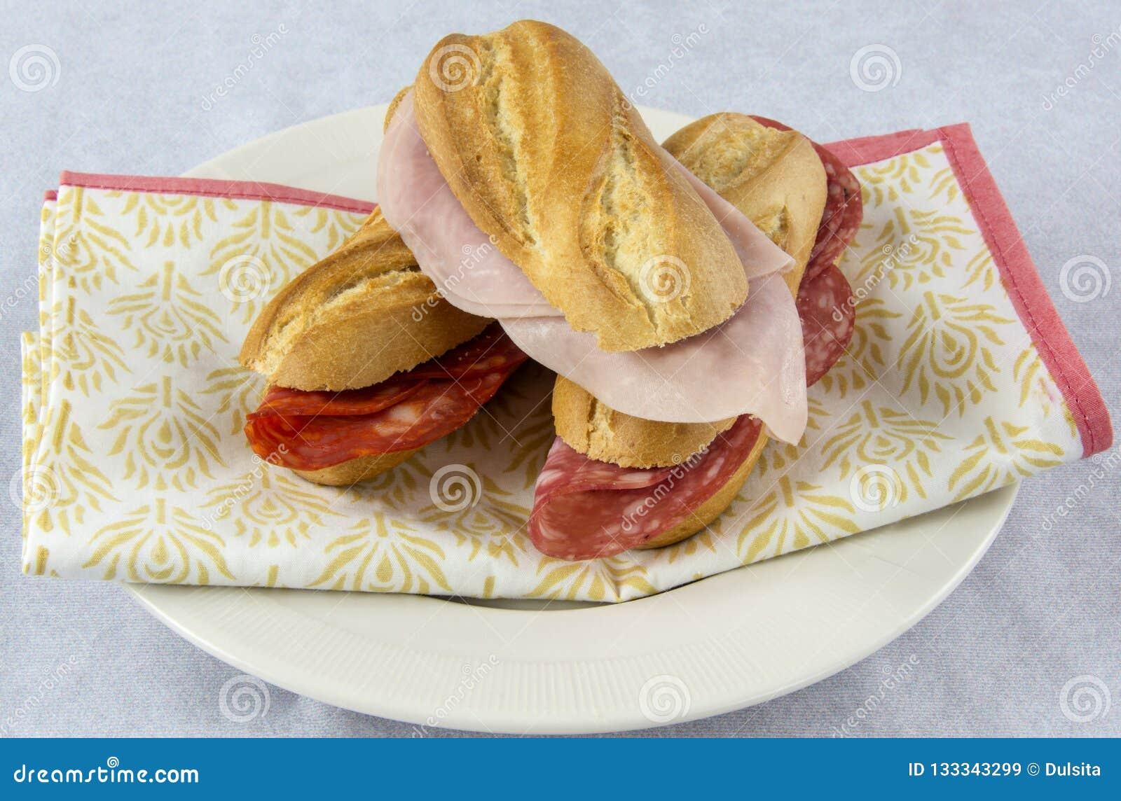 Sortiment av smörgåsar med korven