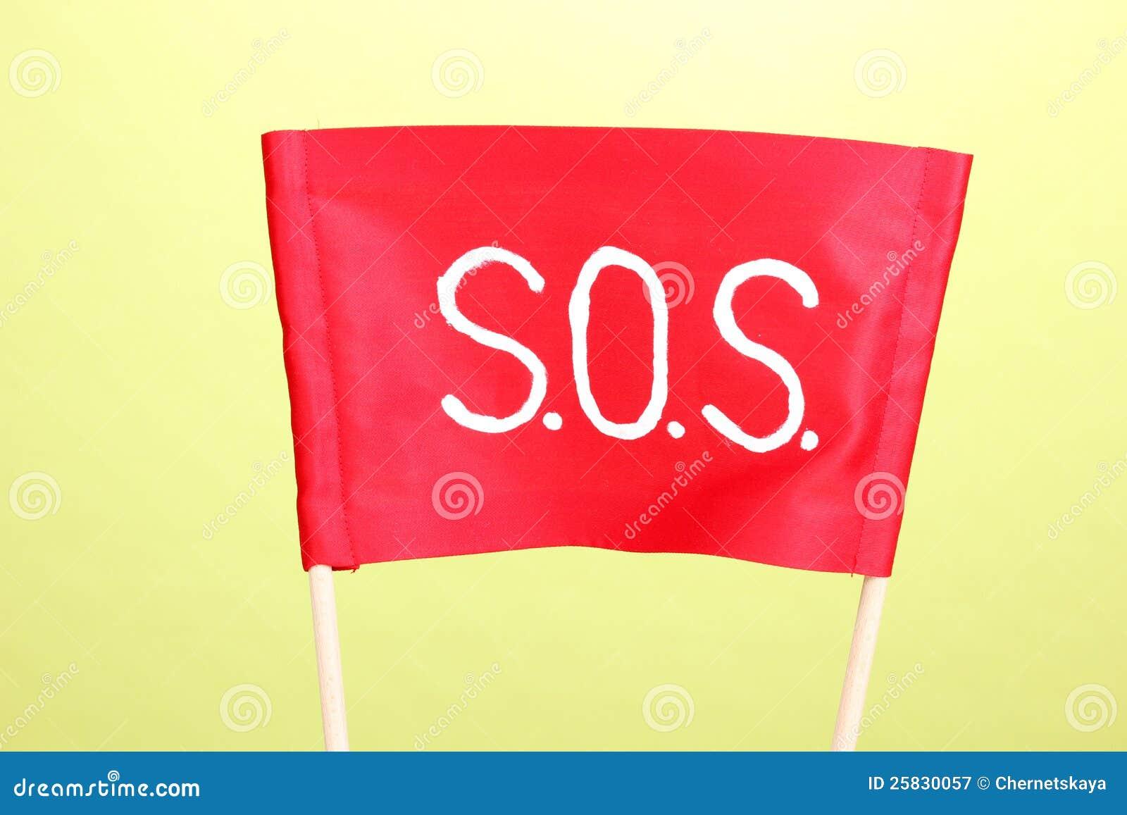 Sos-signalering som skrivs på den röda torkduken