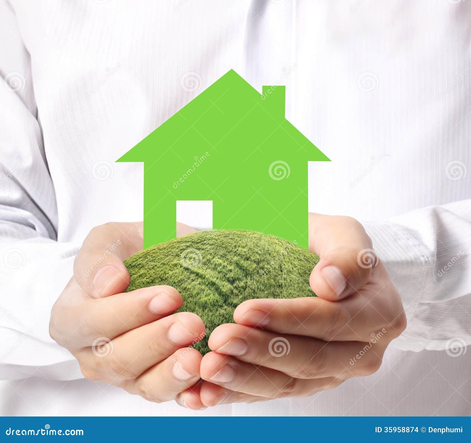 Sostener la casa que representa la casa en propiedad