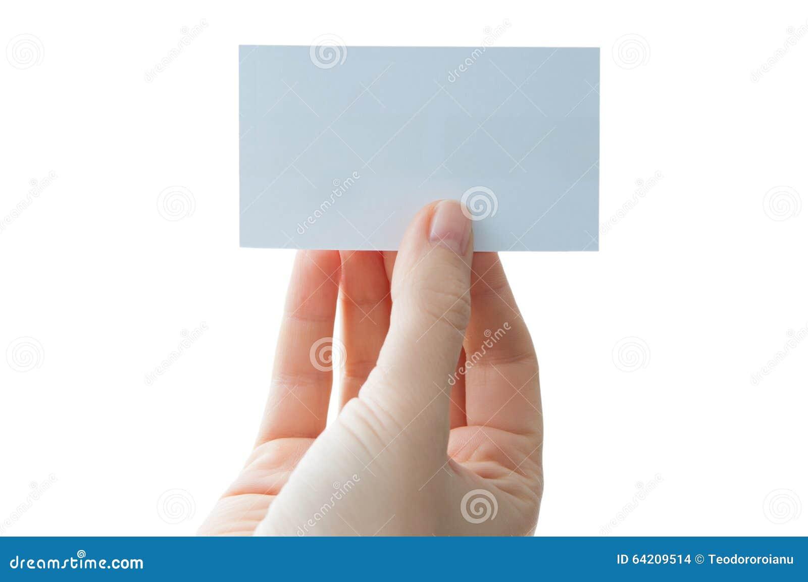 Sostener una tarjeta de visita en blanco