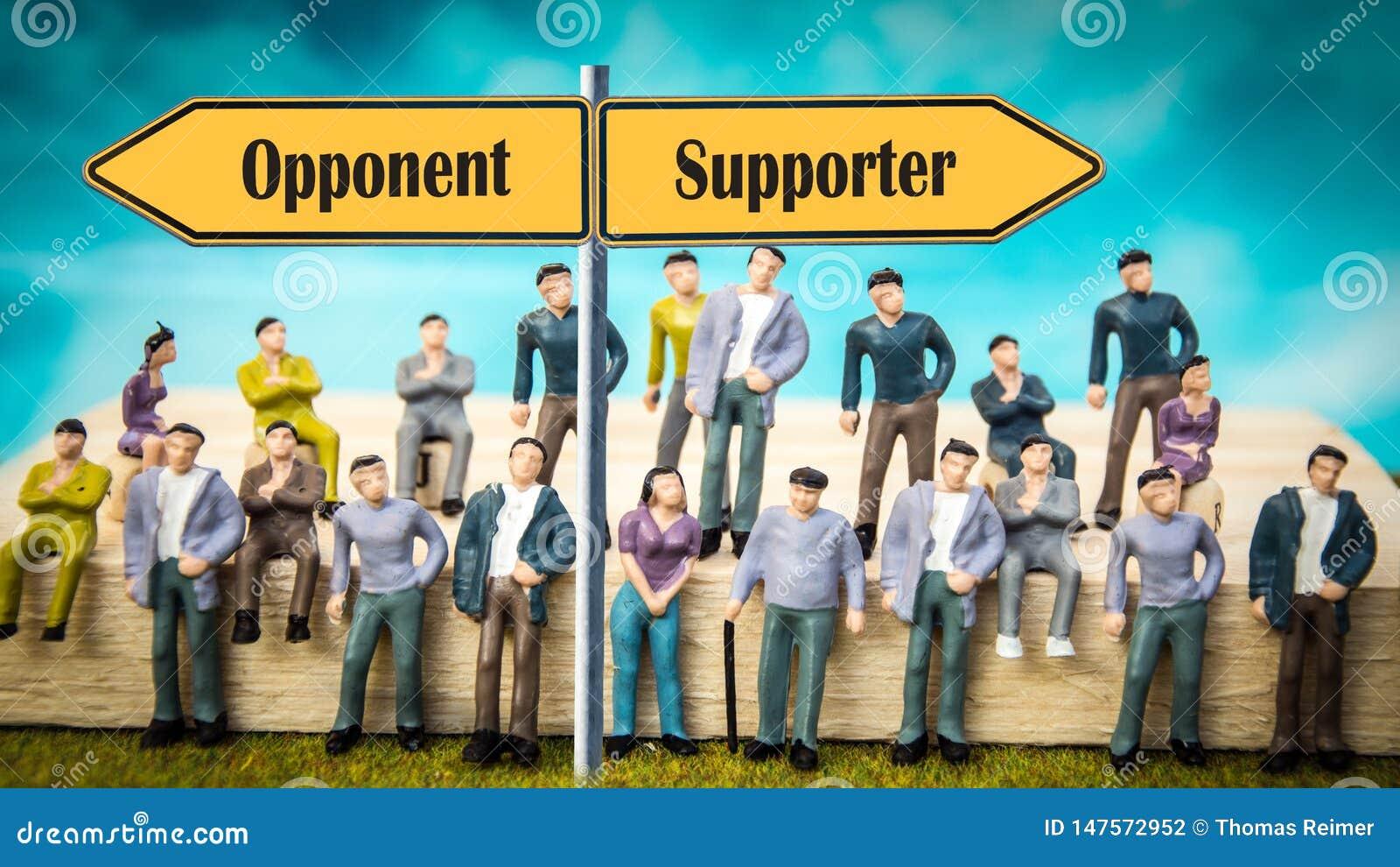 Sostenitore del segnale stradale contro l oppositore