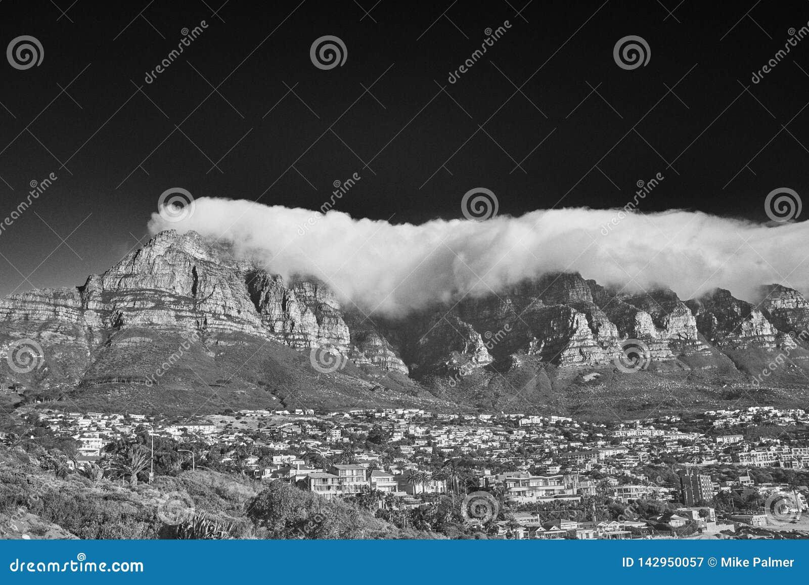 Sotto una coperta delle nuvole