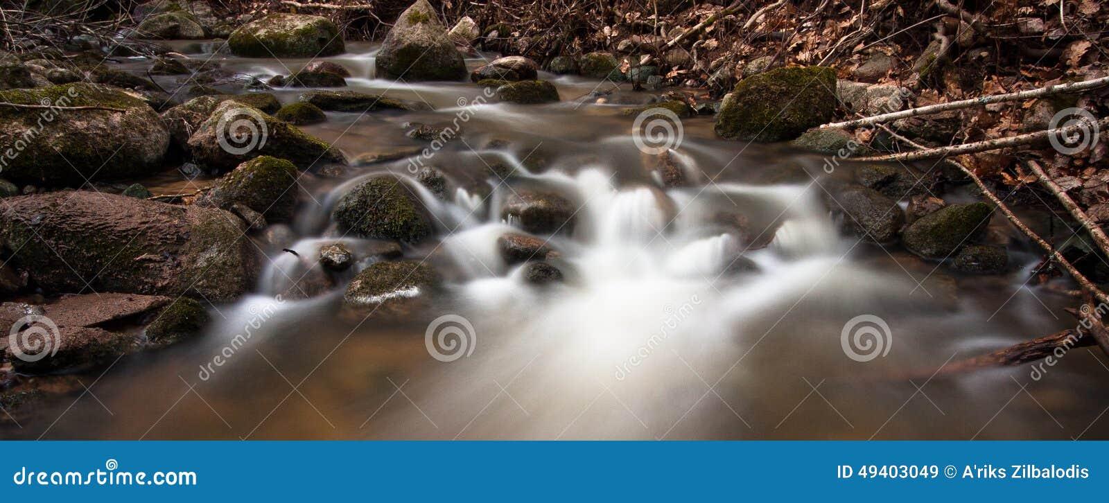 Download Souce-Strom stockbild. Bild von bereich, horizontal, fallen - 49403049