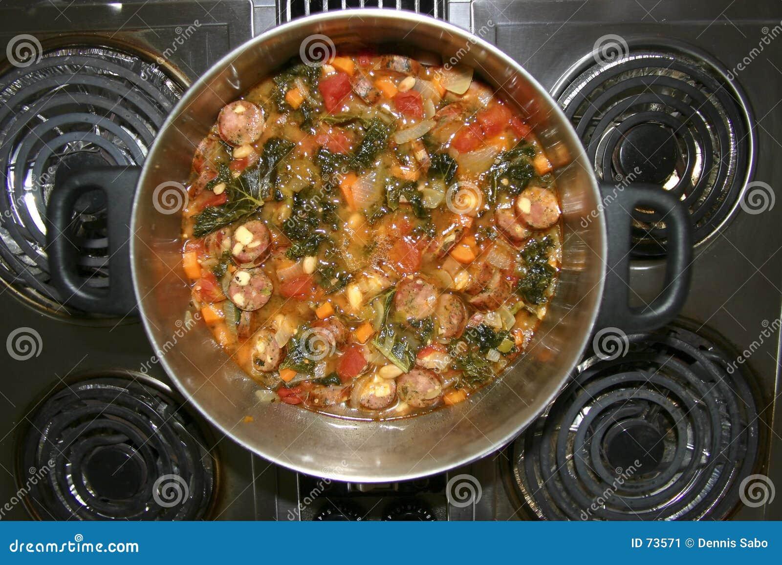 Soup för escarolevitlökkorv