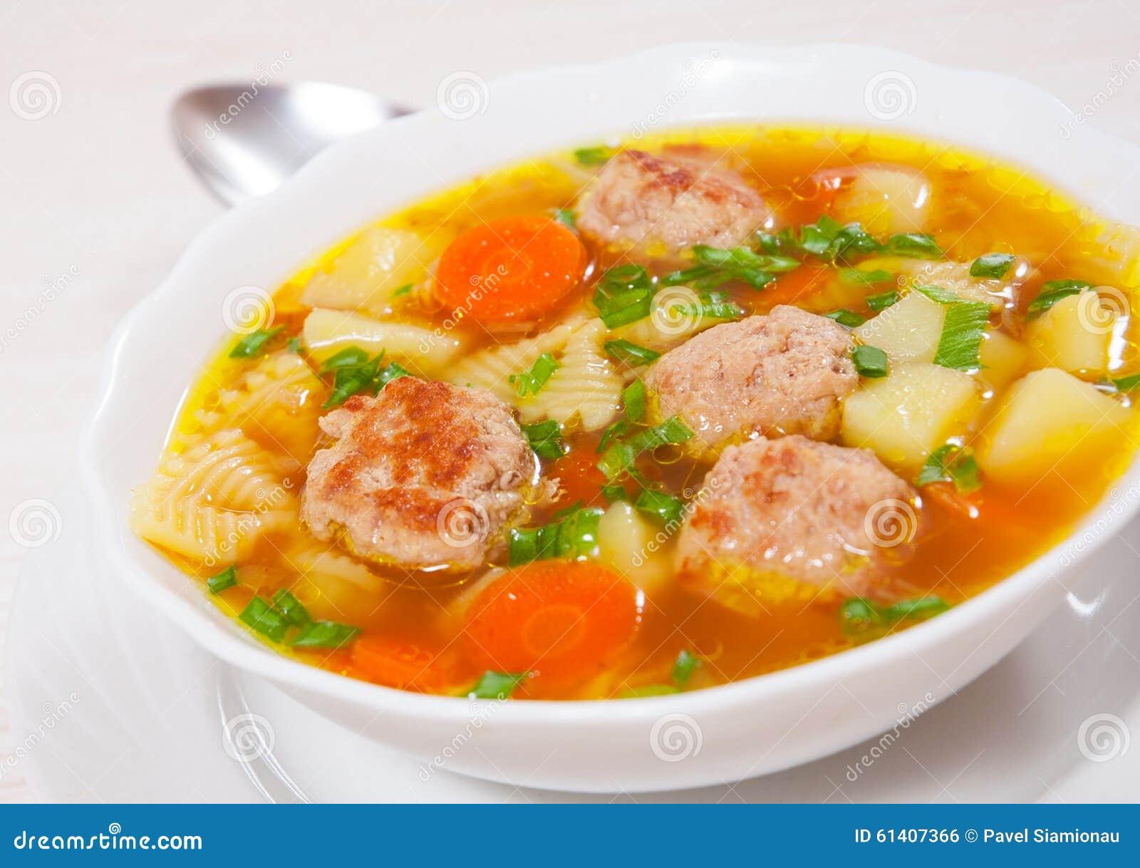 soupe avec des boulettes de viande des p 226 tes de farfalle et des l 233 gumes photo stock image