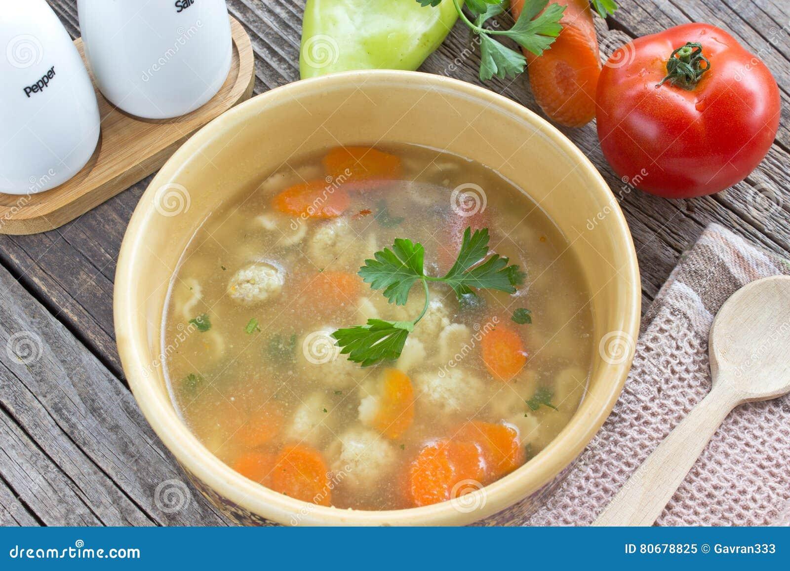 soupe avec des boulettes de viande et des l gumes image stock image du d jeuner cuisine 80678825. Black Bedroom Furniture Sets. Home Design Ideas