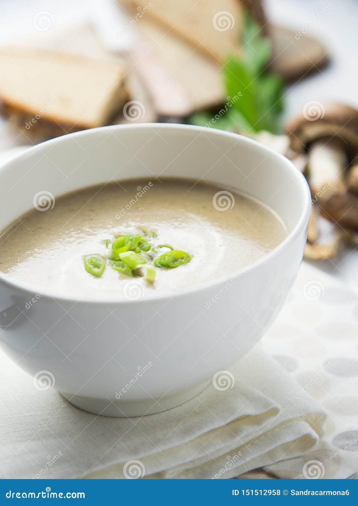 Soupe ? champignons cr?meuse