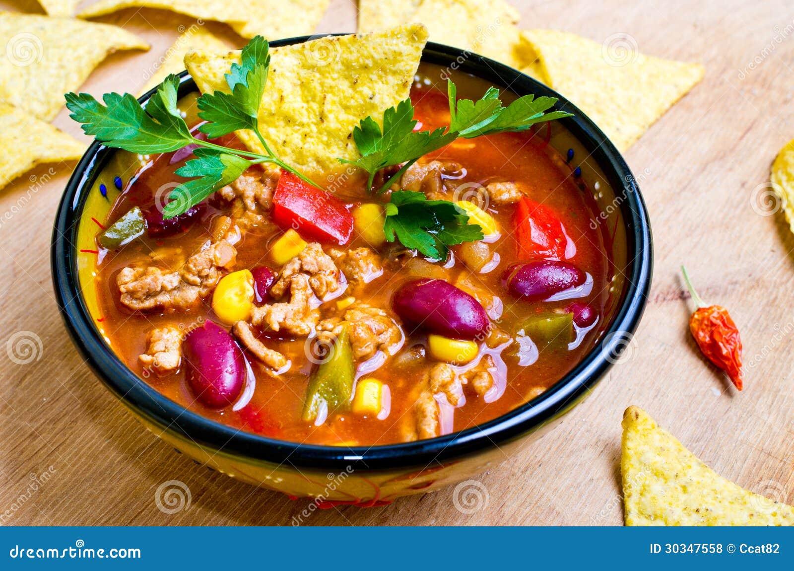 Soupe mexicaine avec le tacos