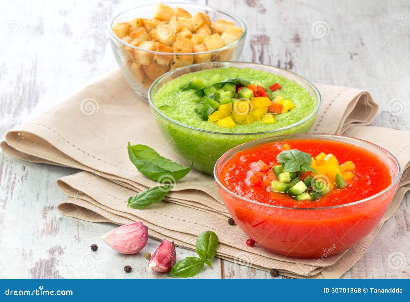 soupe rouge et verte froide d licieuse gazpacho photos. Black Bedroom Furniture Sets. Home Design Ideas