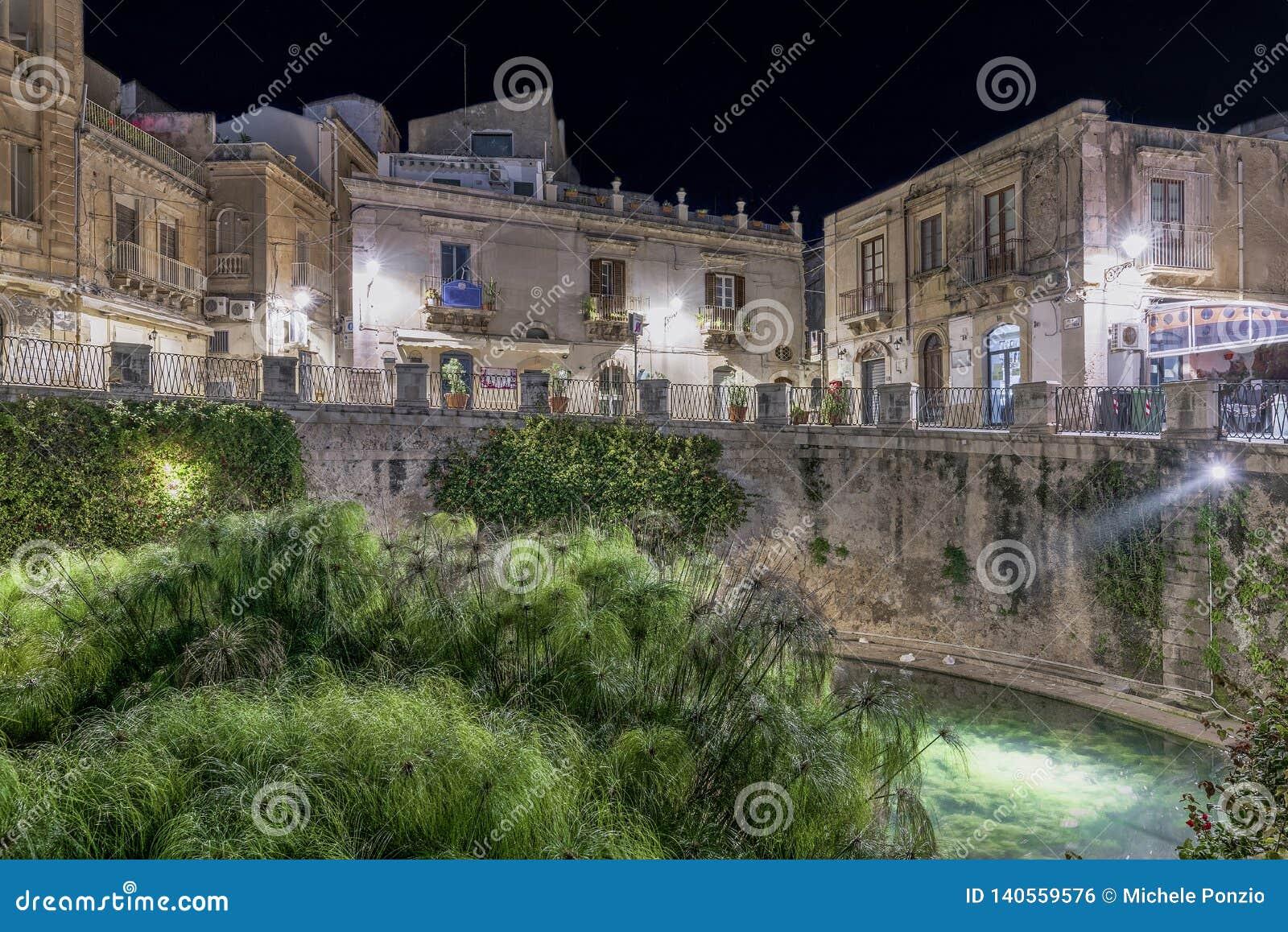 Source Aretusa pendant la nuit