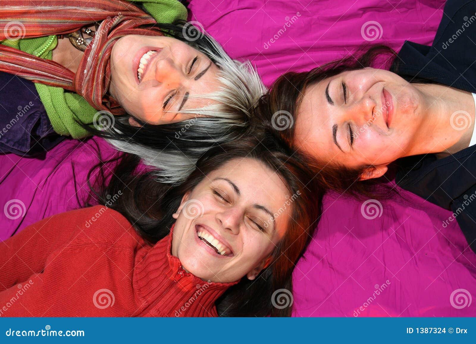 Sourire d amies de femmes
