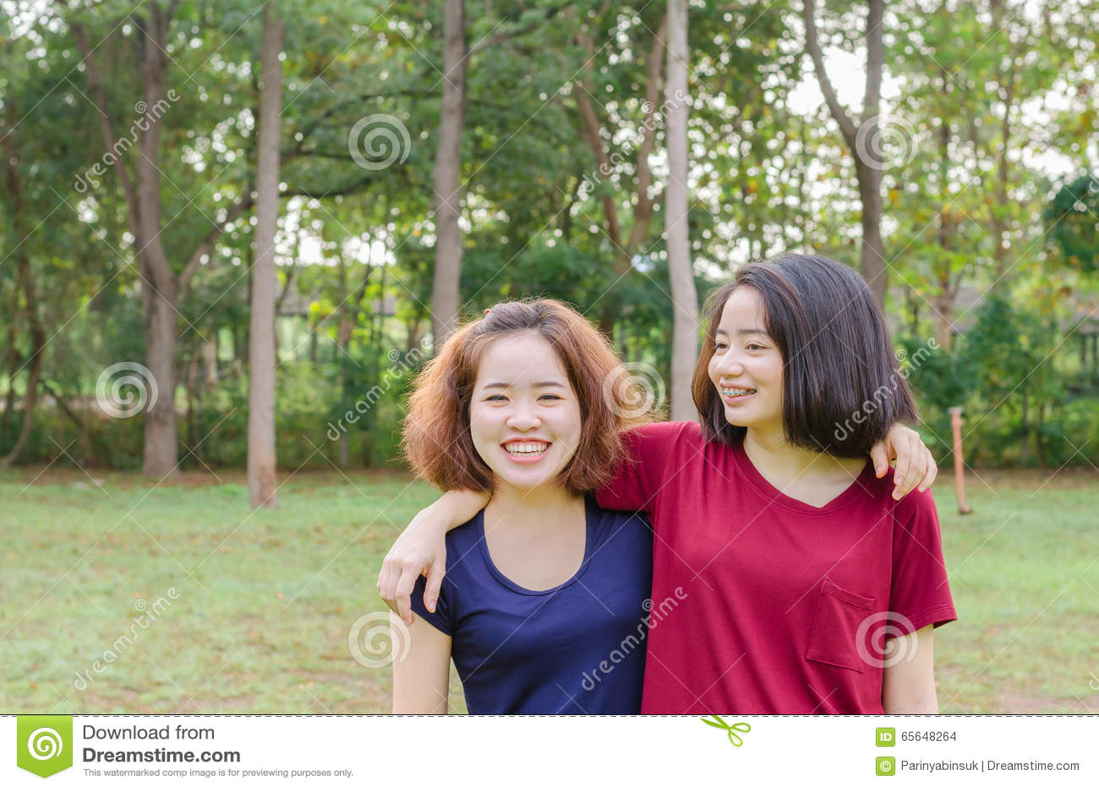 Sourire de jeunes femmes après exercice