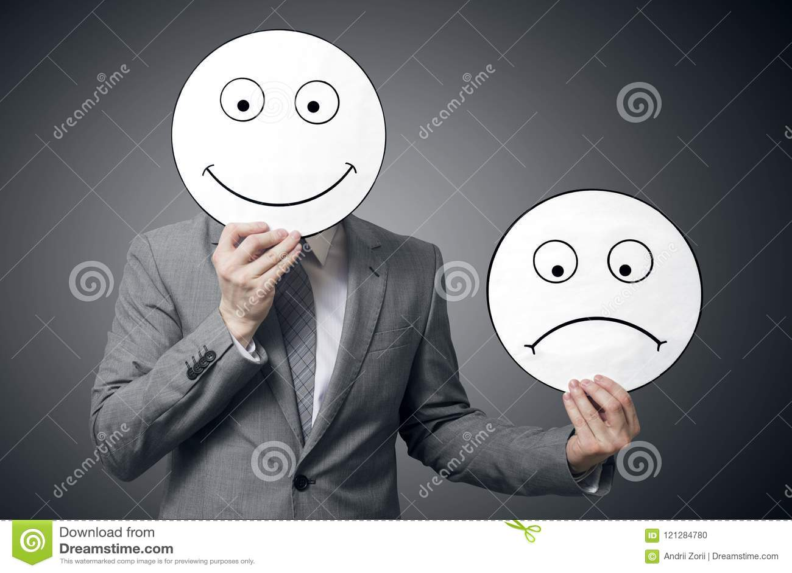 Sourire de participation d homme d affaires et masque triste Image conceptuelle d un homme changeant son humeur de mauvais en bon