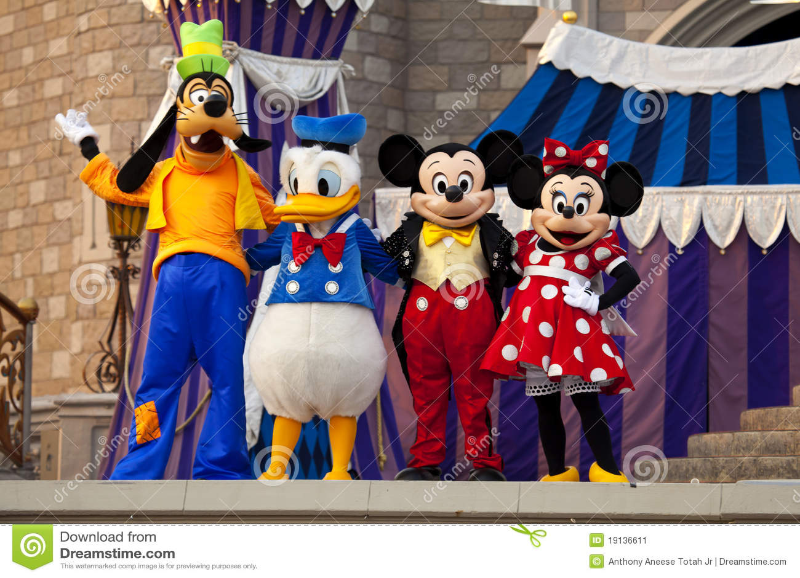 Souris de Mickey et de Minnie, canard de Donald et Goofy