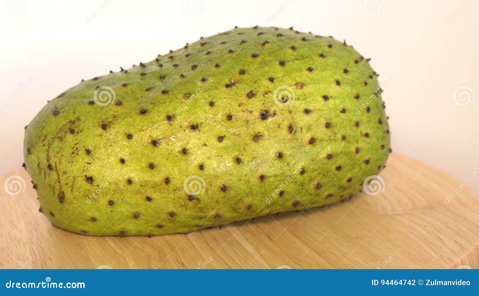 Soursop vaniljsås Apple, Annona muricata L på träbräde