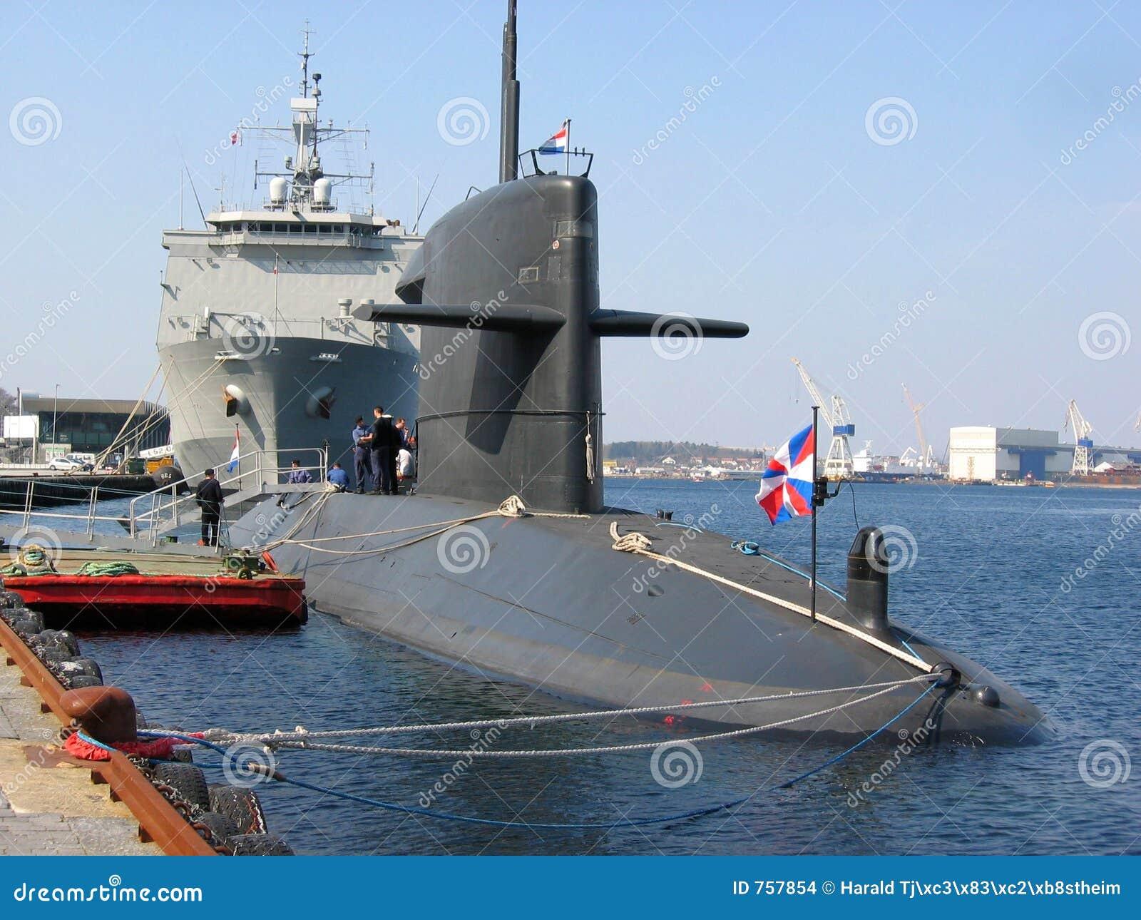 Sous-marin accouplé