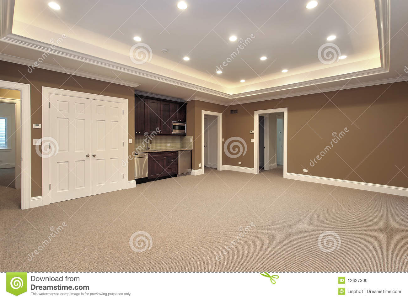 Sous sol dans la maison de construction neuve photo stock image 12627300 for Bar sous sol maison