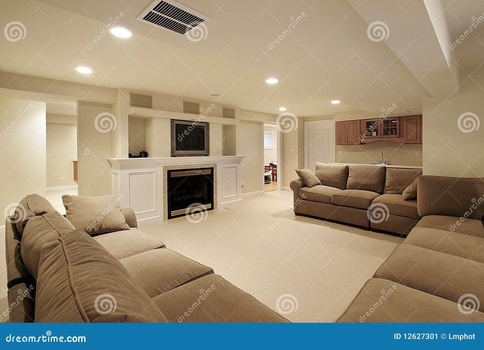 Sous-sol Dans La Maison De Luxe Image stock - Image du ...
