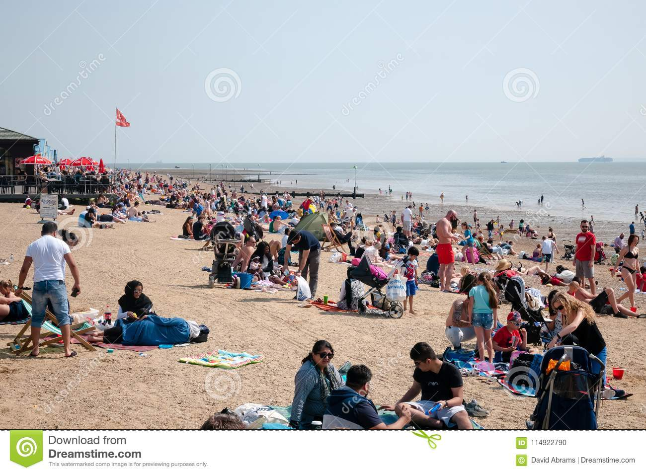 Southend Uk  Families Enjoy A Day Out At Southend On