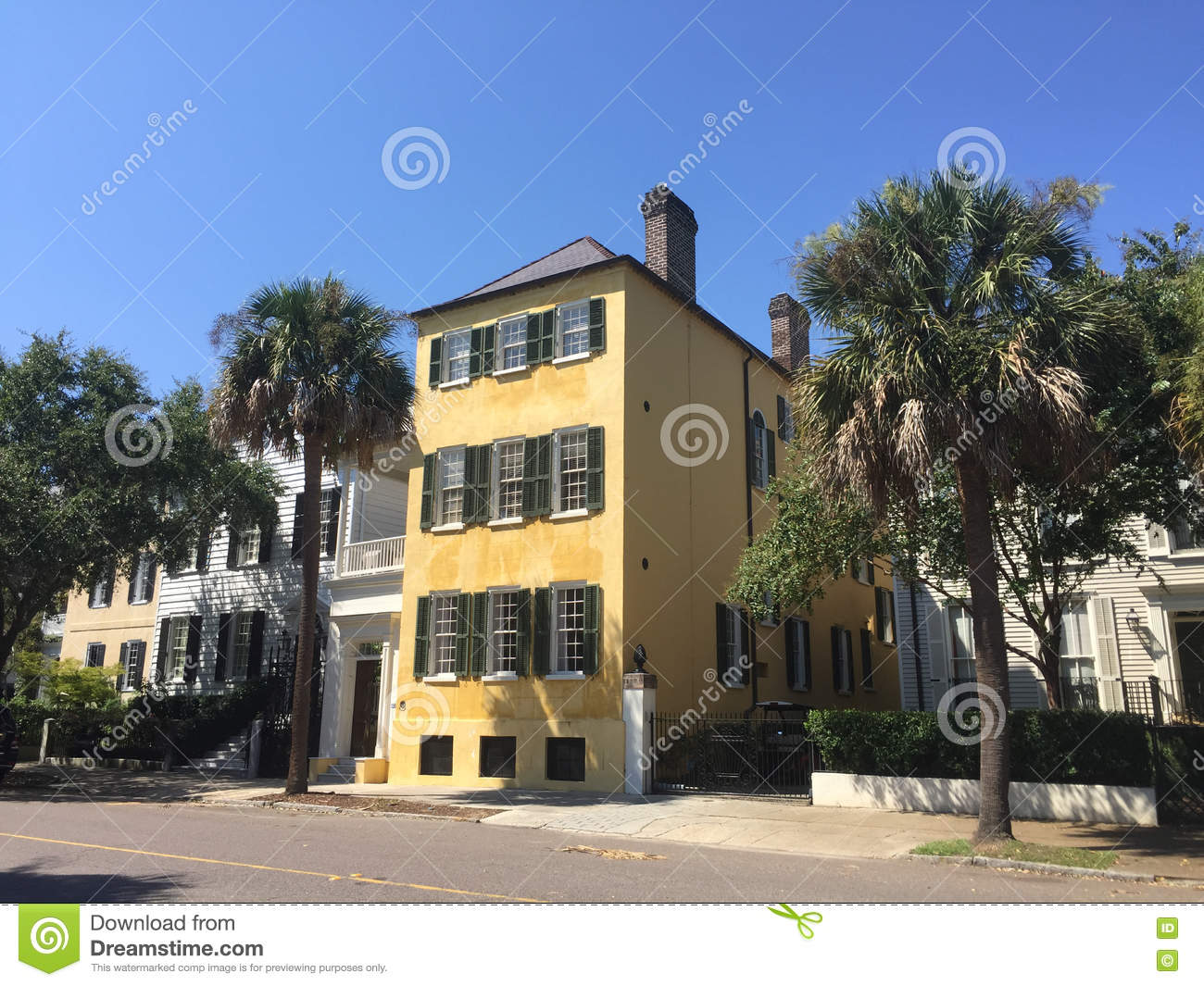 Southern style homes on tradd st charleston sc for Home goods charleston sc