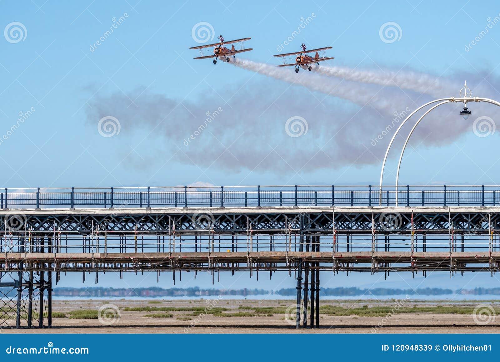 SOUTHPORT UK JULI 8 2018: Berömd Aerosuperbatics för två värld vinge