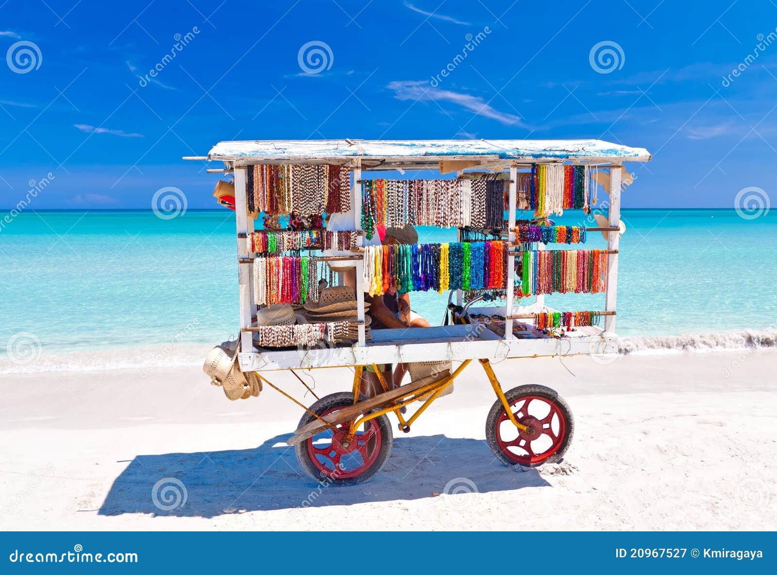 Souvenir cart på den Varadero stranden i Kuba