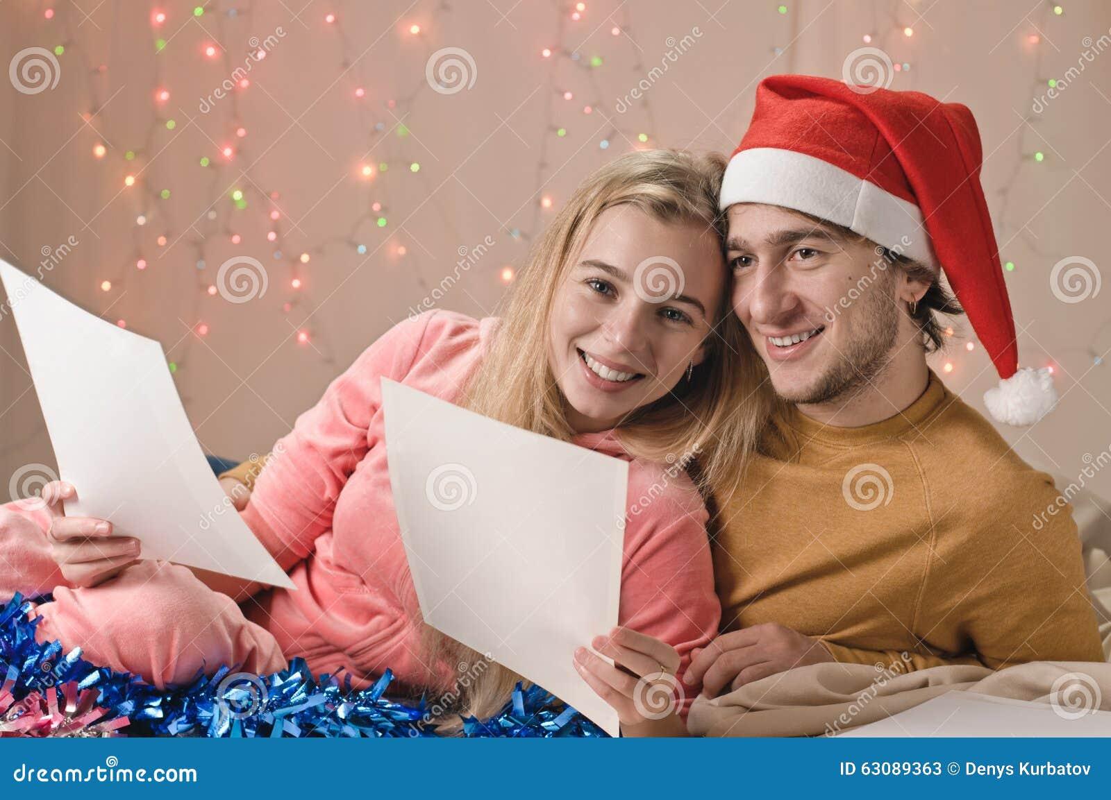 Download Souvenirs De Noël De Couples Ensemble Image stock - Image du photo, commande: 63089363