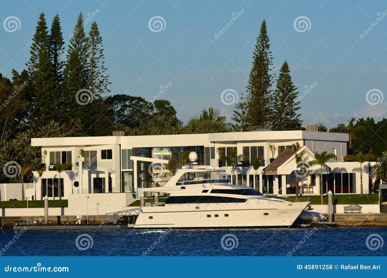 Sovereign islands gold coast queensland australia for Luxury home designs brisbane