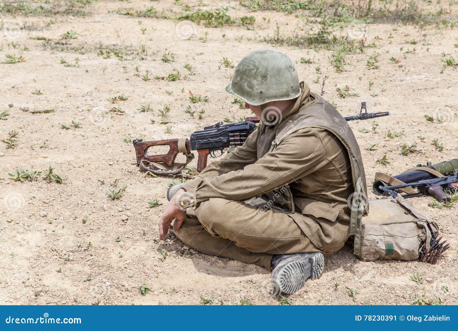 Soviet Afghanistan war - Page 6 Soviet-paratrooper-afghanistan-afghan-war-78230391