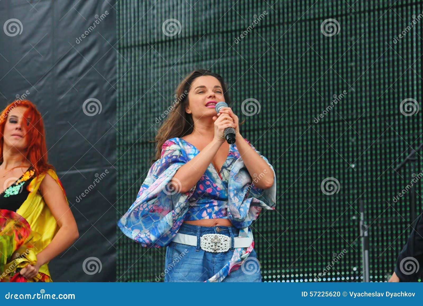 """Soviet y el ruso del †de Natasha Koroleva el"""" hacen estallar el cantante y a la actriz del origen ucraniano"""