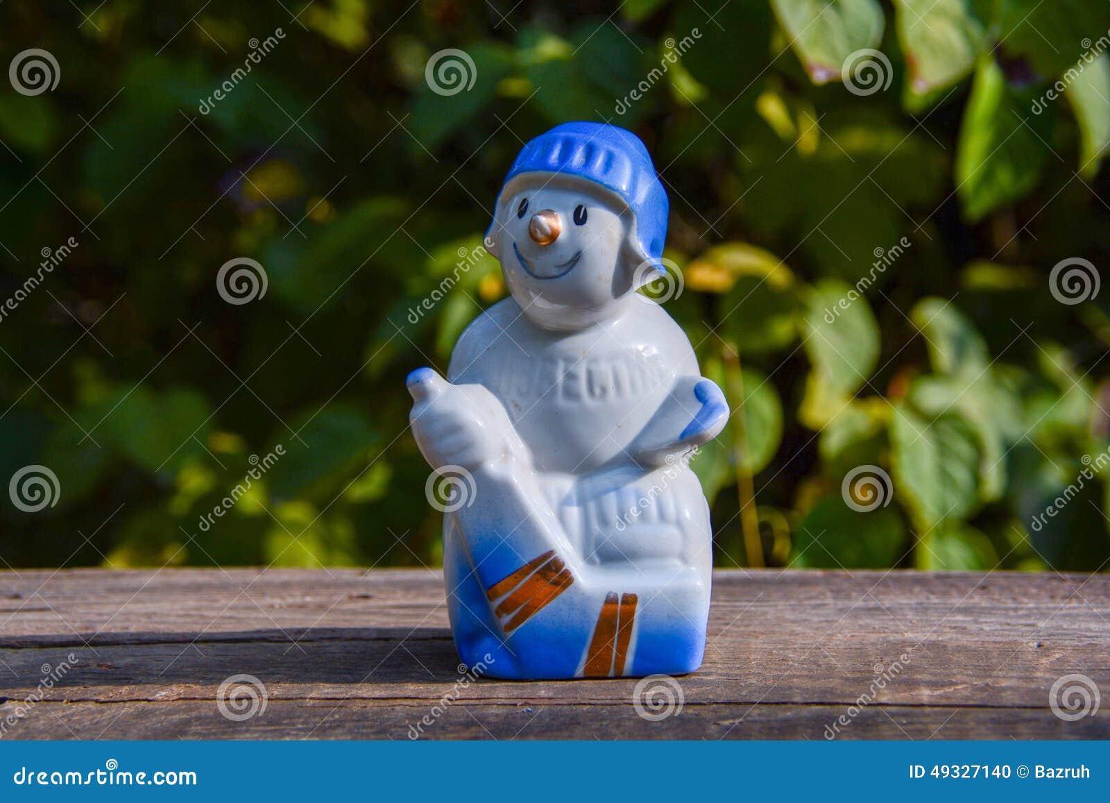 Sovjetisk statyett för gammalt tappningporslin - hockeyspelaren