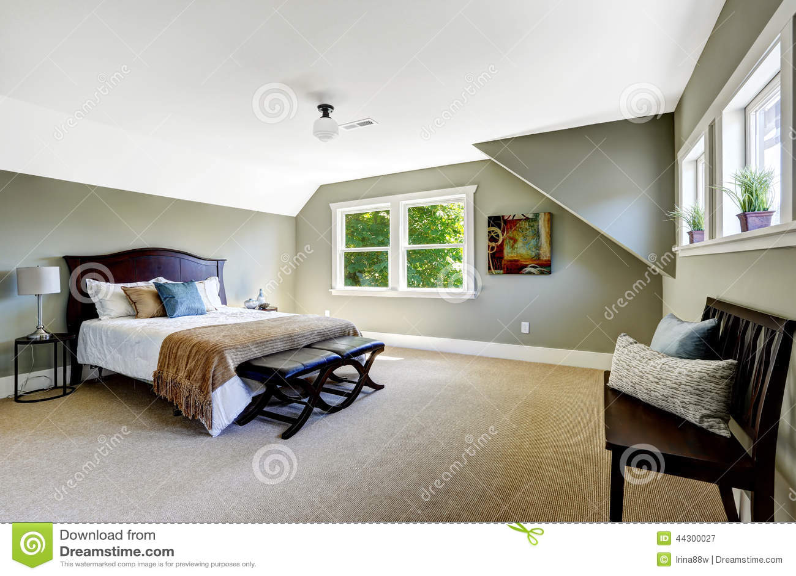 Sovrum med gröna väggar och det välvde taket arkivfoto   bild ...