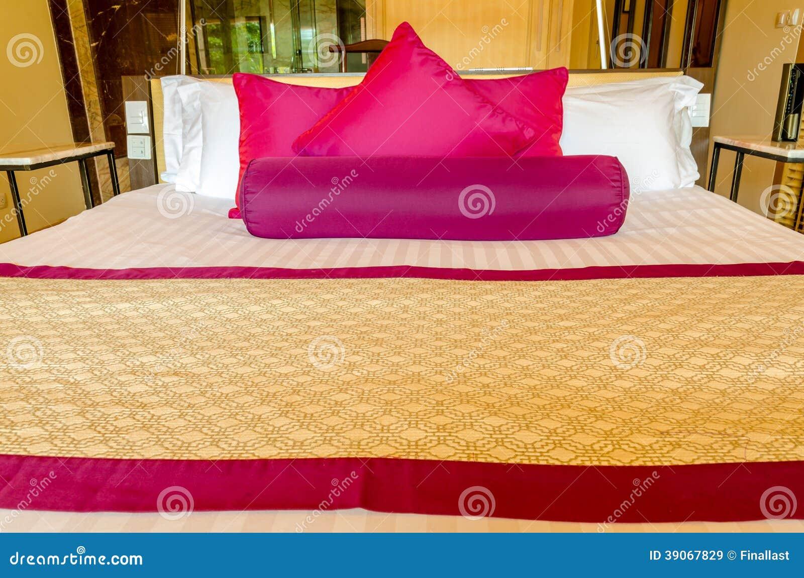 Sovrumgarnering i thailändsk stil arkivfoto   bild: 39067829