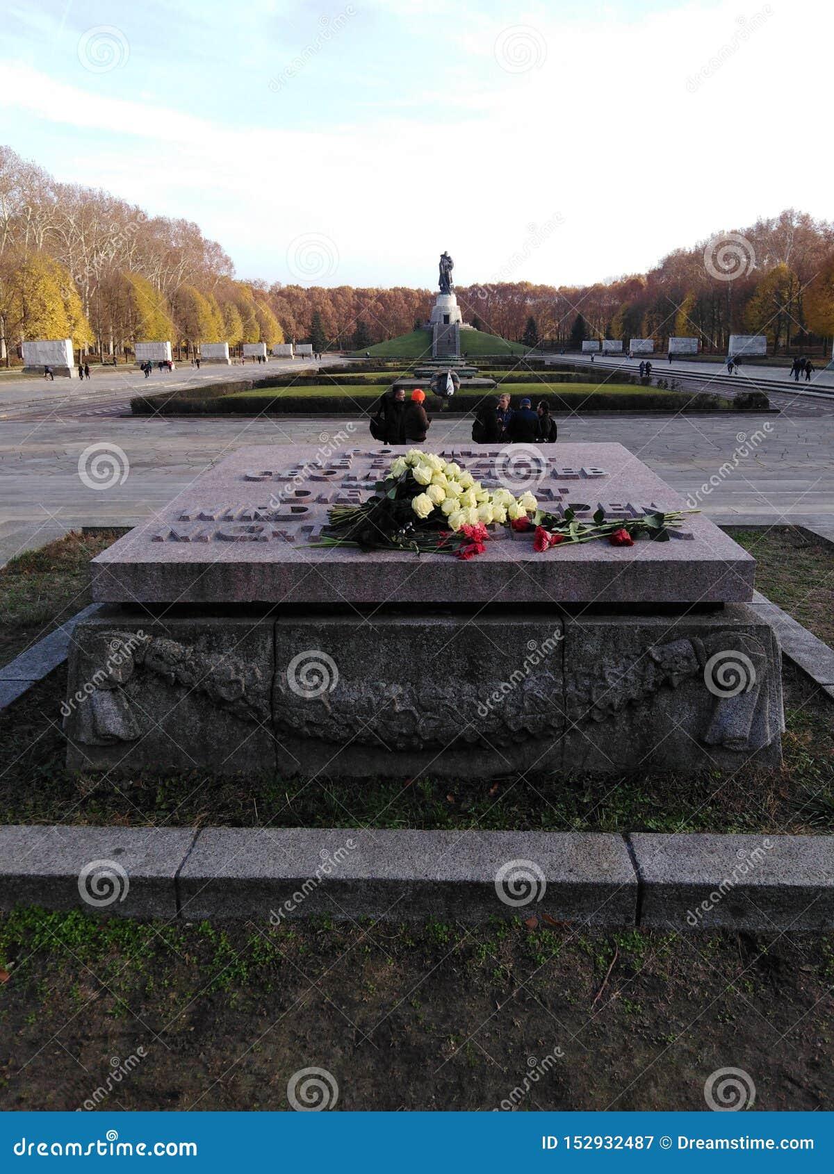 Sowjetisches Ehrenmal - Treptower公园在柏林