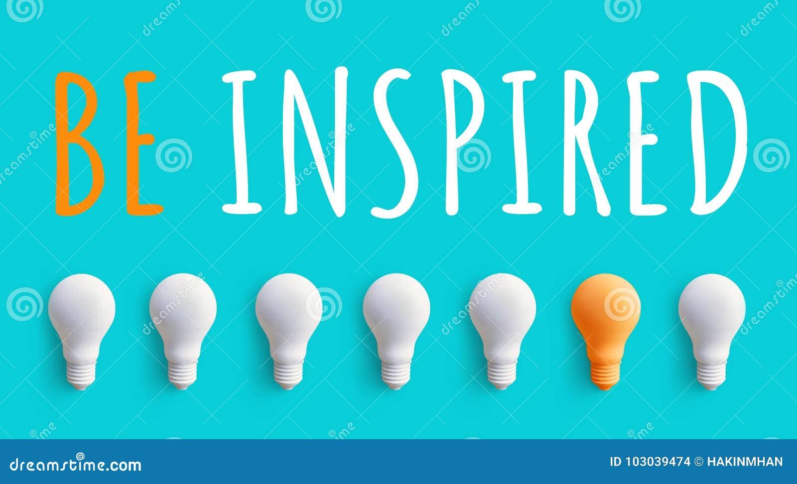 Soyez message inspiré avec l ampoule idées de créativité d affaires