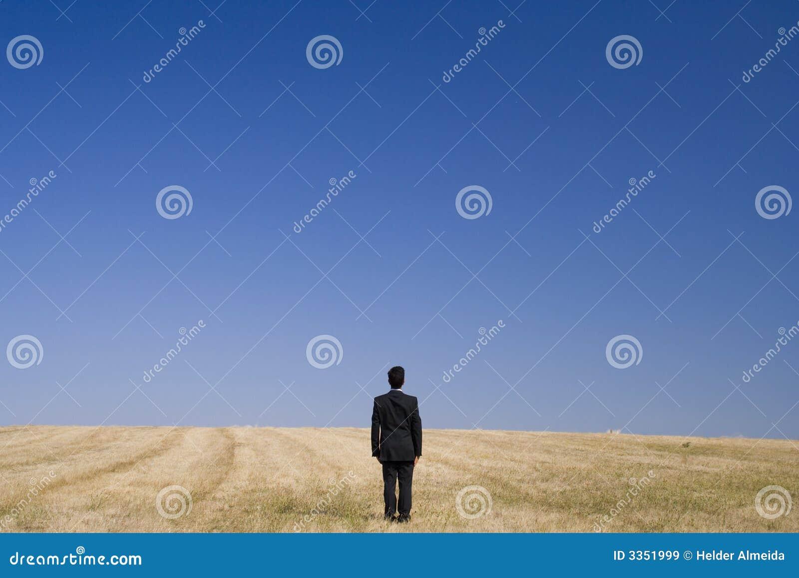 Sozinho no campo