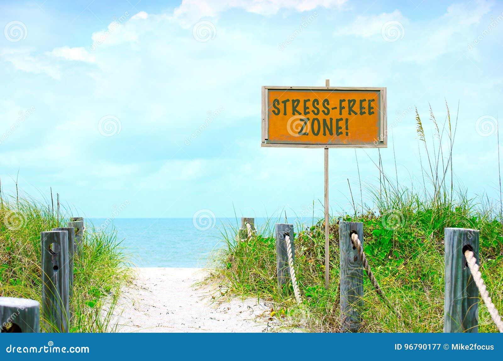 SPÄNNING-FRITT ZONtecken på den härliga strandbanan till havet