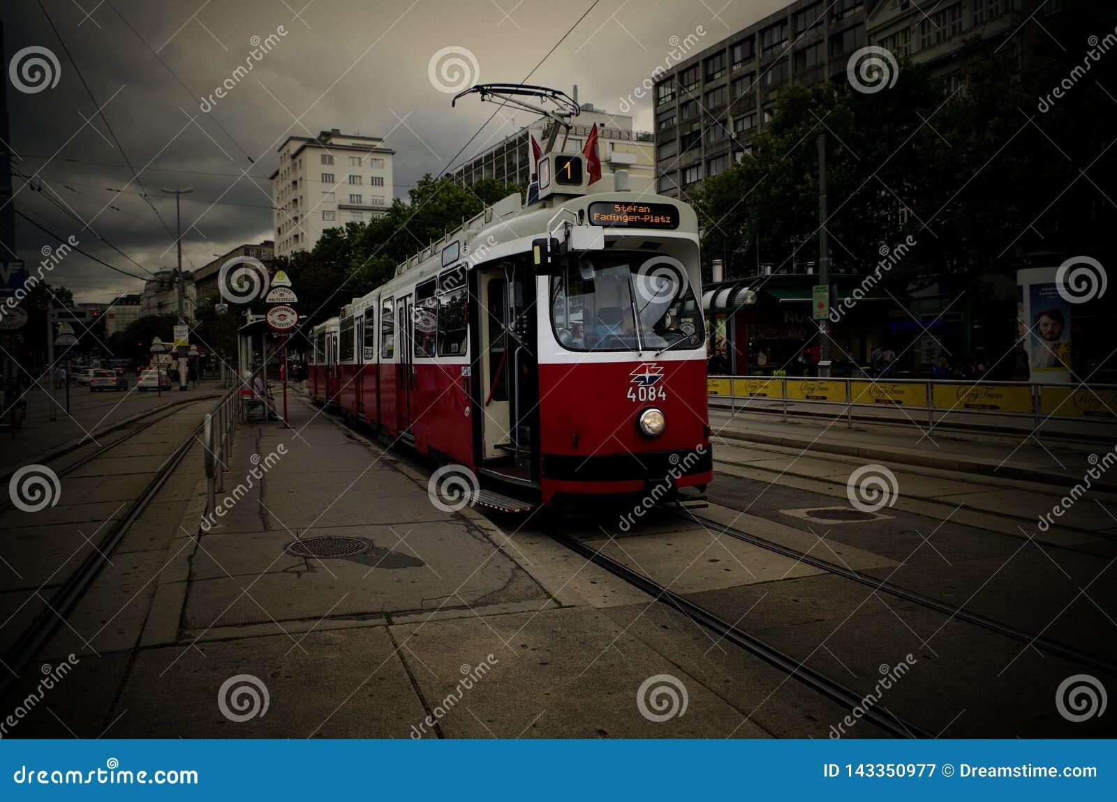 Spårvagn av Wien Österrike på Juli