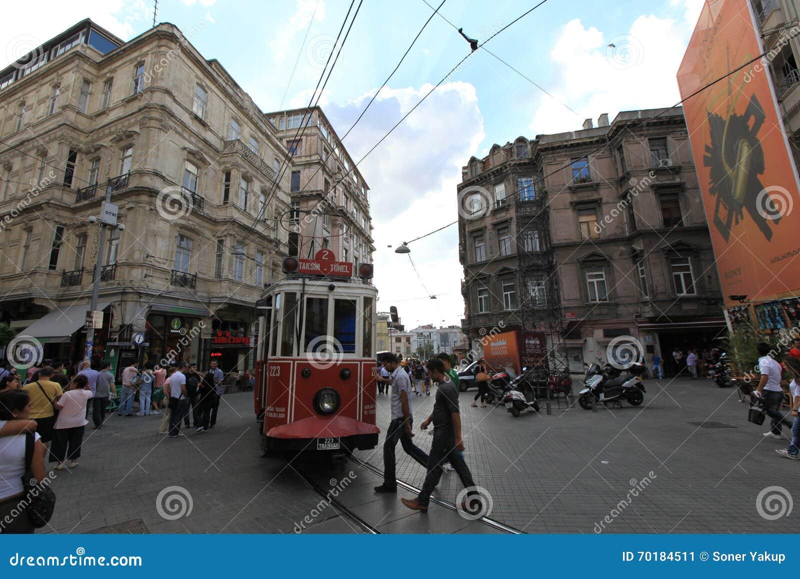 Spårvagn i gatan