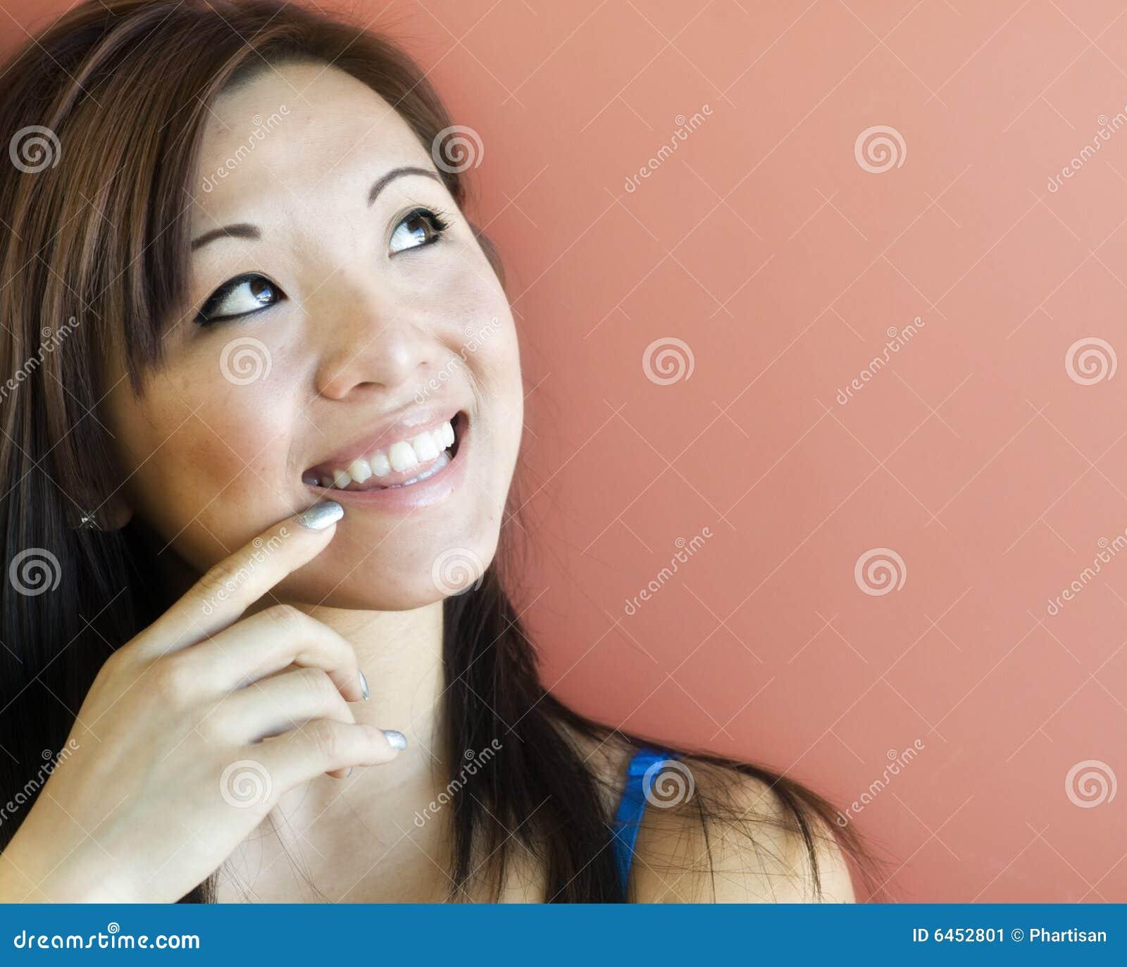 Spójrz w górę atrakcyjnych kobiet young