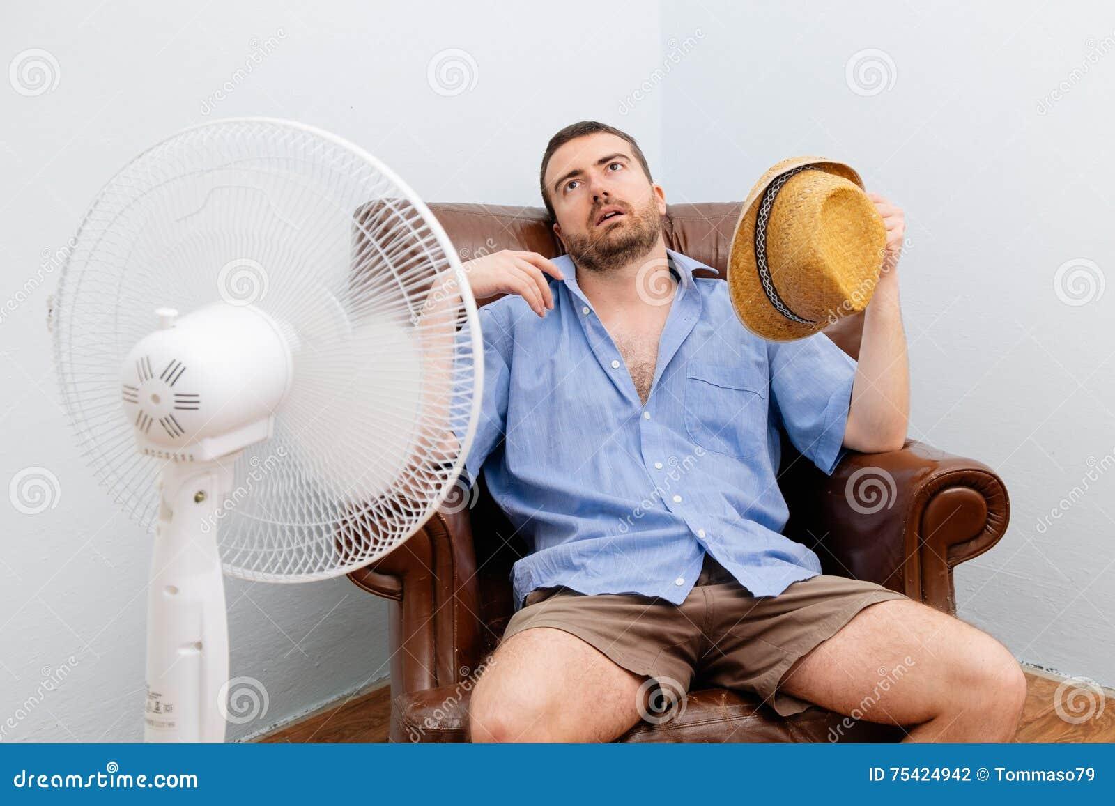 Spülter Mann, der heiß sich fühlt