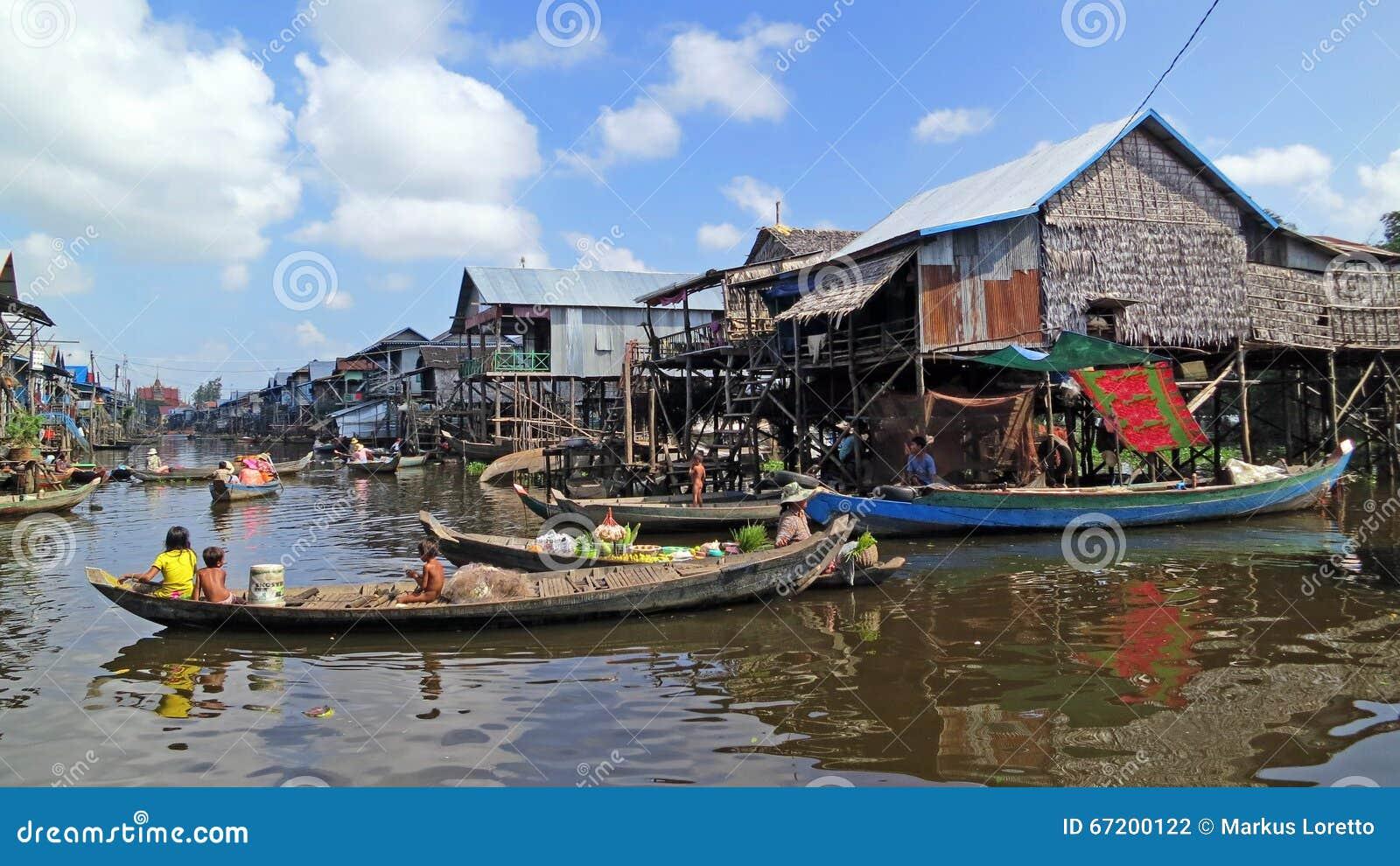Spławowa wioska rybacka w Kambodża