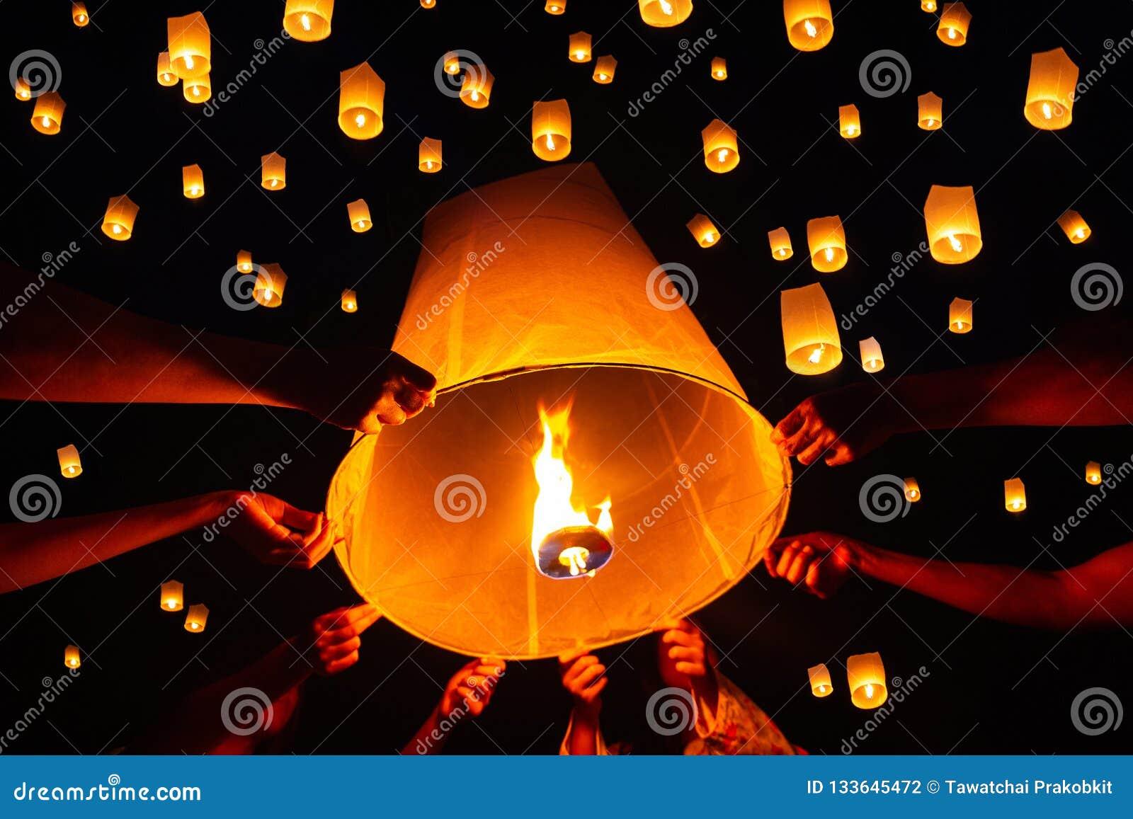 Spławowy latarniowy festiwal, Yi Peng w Chiang mai, Tajlandia