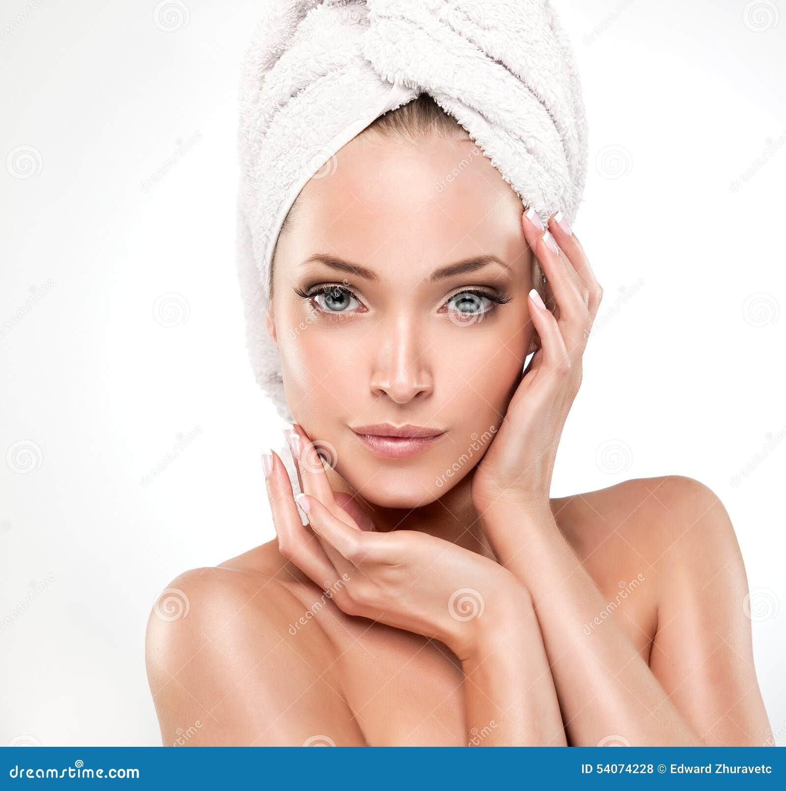 Spa flicka med ren hud