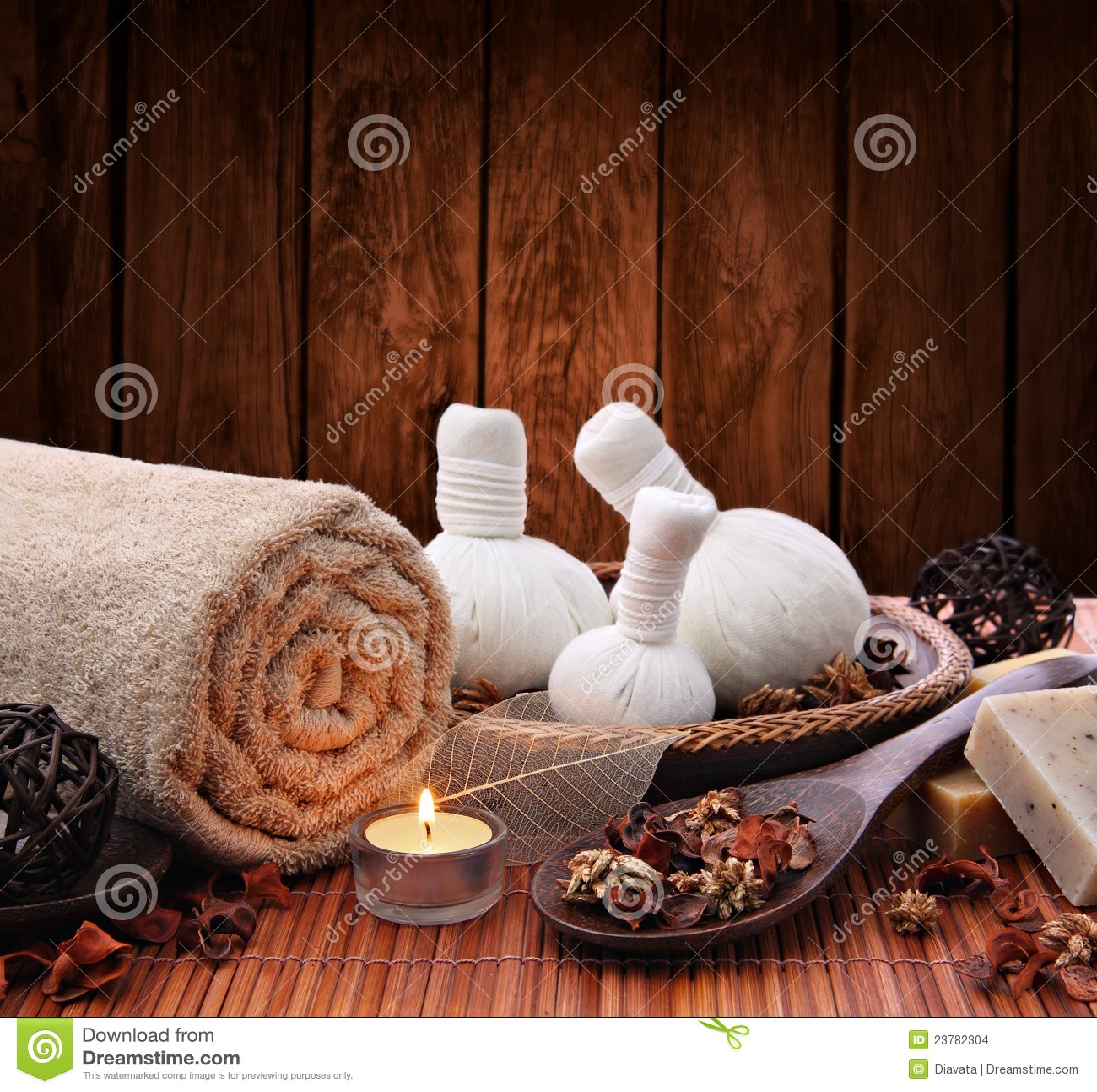 Spa massage setting with candlelight