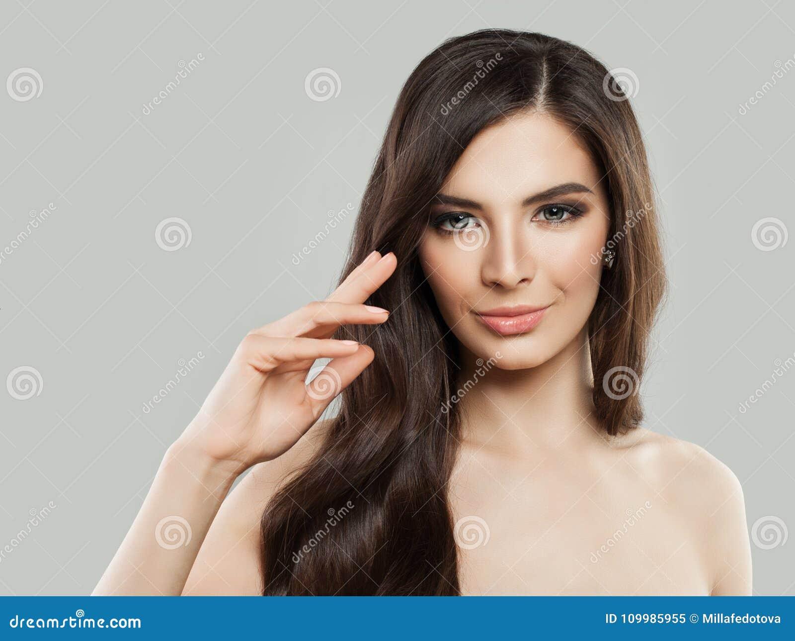 Spa modell Woman med sunt hår och hud