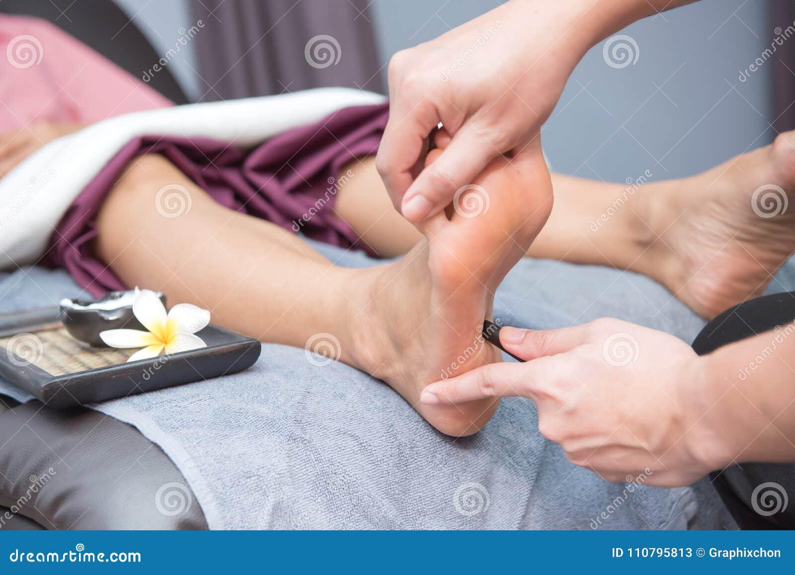 The Key Benefits Of Aquatic Bodywork spa-thai-foot-massage-beautiful-women-relaxing-healthy-aromatherapy-spa-thai-foot-massage-110795813